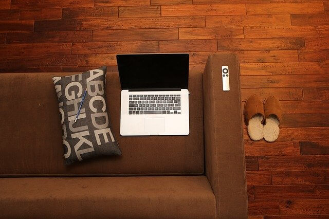 ソファとパソコン